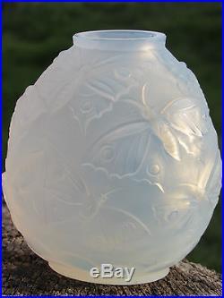 03c34 Ancien Vase Boule Art Déco Verre Opalescent Signe Verlys Modèle Papillons