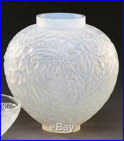 ART DECO Rene Lalique Vase Modèle GUI Circa 1927 opalescent