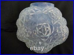A. Hunnebelle, rare vase aux dalhias, opalescent, art déco, verre moulé pressé