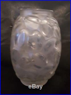 André Hunebelle Très Jolie Vase exotique en Verre Moulé Pressé Art Déco H 16cm