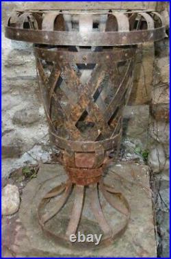 Architectural Vase de Curiosité Jardinière Medicis en Lames d'acier rivetées