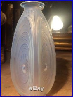 Art Deco Vase Sabino Modele Ondes Géométrique Opalescent Signed Sabino France