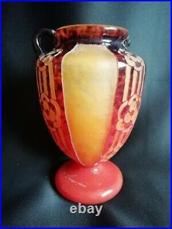 Charder/Le Verre Français Vase en verre dégradé et gravé à l'acide Art déco
