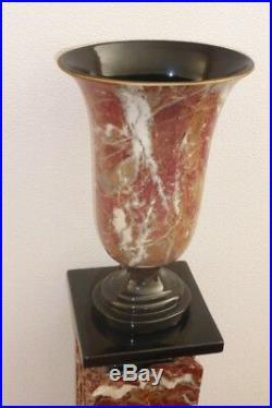 Colonne creuse en marbre pourpre avec son vase