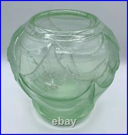 DAUM Vase art deco teinté vert profondement dégagé très épais-schneider-muller