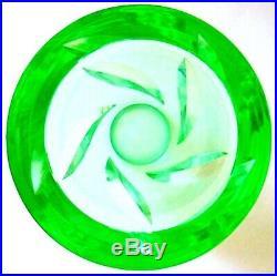 DAUM à Nancy vase art-déco en cristal fumé vert à décor végétal stylisé
