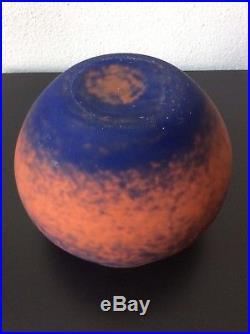 Grand vase boule en pâte de verre marmoréen orange bleu de Lorrain Art Déco
