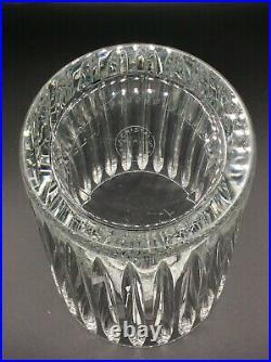 Grand vase en cristal blanc soufflé taillé signé Saint-Louis Art Déco