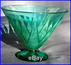 Jolie vase coupe sur talon 1920, très art-déco, par Delatte, era daum galle