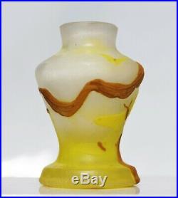 MULLER Lunéville Rare Vase Miniature PAPILLONS Pâte de Verre Gravé 5.4cm gallé