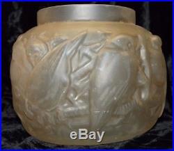 Muller Frères Luneville, rare grand vase coupe aux moineaux verre moulé Art Deco