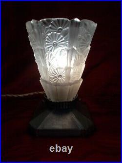 Paire de lampe art deco tulipe en verre a sculpture florale style lalique vase