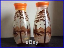 Paire de vases verre moulé teinté émaillé à décor lacustre signée Oris Art Déco