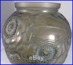 Pierre D'Avesn Beau vase en verre moulé, époque Art Déco, décor de pavots
