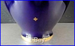 SEVRES Manufacture nationale Vase porcelaine époque art deco bleu Sevres, signé