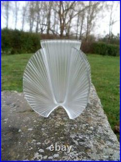 Superbe Vase Art Déco verre pressé moulé Pierre D'AVESN 1930 Signé