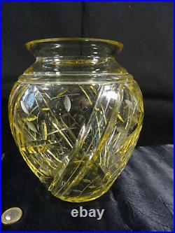 Superbe vase en cristal teinte jaune signé DAUM / NANCY FRANCE art déco