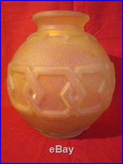 Très Important vase boule Art-Déco Daum Nancy, décor géometrique vers 1930