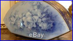 Vase Art Déco Aux Roses Bleu, Porcelaine De Limoges, Marcadet