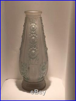 Vase Art Deco Verre Opalissant Signe Etaleune Modele Fut De Canon