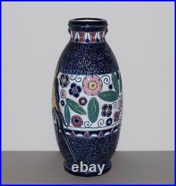 Vase Art Déco en faïence Amphora a décor d'oiseaux hirondelle