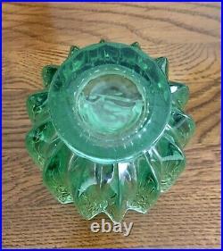 Vase Art Déco en verre moulé couleur vert d'eau signé Pierre d'Avesn