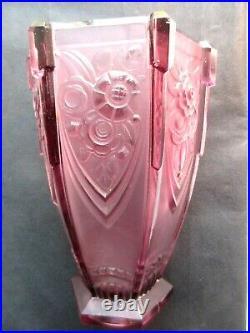 Vase Art Déco hexagonal, verre violet signé Verlys France