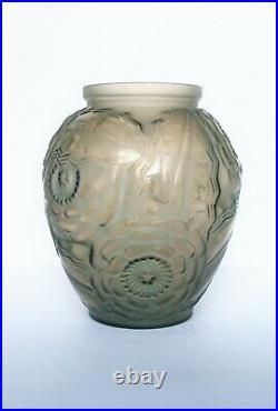 Vase Art Déco verre pressé moulé Pierre D'AVESN Début XXème Signé