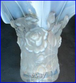 Vase Déco Art Nouveau, verre opalescent, Roses en relief, Verlys