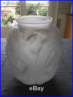 Vase Dépoque Art Déco Signe Pierre D'avesn. Modèle Recherché