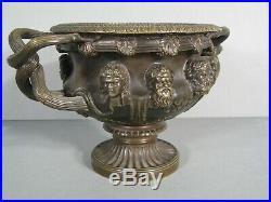 Vase En Bronze Style Antique Décor Vigne Bacchus Vase De Warwick Villa Hadrien