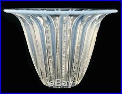 Vase En Verre Moulé Pressé Opalescent Evasé / Lalique / Sabino / Art Déco