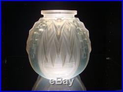 Vase MULLER FRÈRES LUNEVILLE Art-Déco 1930 en Verre blanc satiné et patine bleue