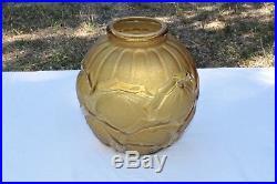 Vase Verre Moulé aux Fruits stylisés Art Deco signé Verçais, le verre français