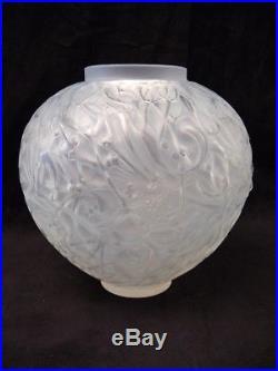 Vase au gui en verre signé René. Lalique créé en 1920