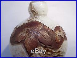 Vase boule Art Déco signé LEGRAS, pâte de verre dégagée à l'acide décor VIGNE