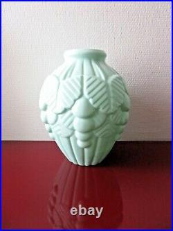 Vase en OPALINE verte, ART DECO, 24 cm. 1920 /1930