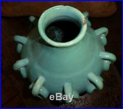 Vase en céramique aux anneaux et passants art déco moderniste