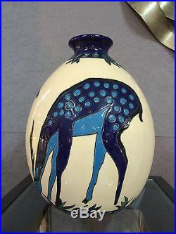 Vase en céramique émaillé de style Art déco décor de biches (signé et numéroté)