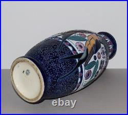 Vase en faïence Amphora époque Art Déco a décor d'oiseaux hirondelle
