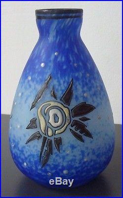 Vase en pâte de verre. Décor floral Art déco émaillé. Delatte Nancy