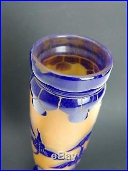 Vase en pâte de verre décor émaillé signé le Verre Français XXème