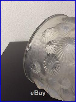 Vase en verre moulé opalescent à décor d'algues signé Sabino France Art Déco
