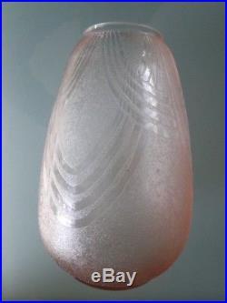 Vase en verre rose Art Déco signé Schneider