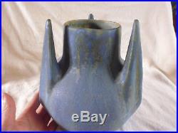 Vase grès émaillé flammé bleu à 3 ailettes Gilbert Metenier Art Déco années 30