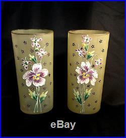 Vases ancien (la paire) en pâte de verre émaillé à décors de pensées