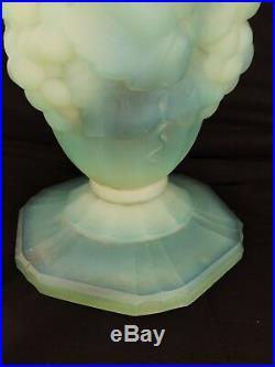 Verlux, grand vase en verre opalescent Art deco, verlys